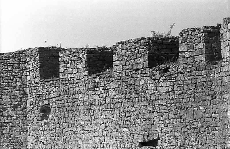 1987 р. Фрагмент муру між баштами 2 і 1. Вигляд з північного сходу