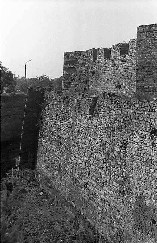 1987 р. Фрагмент муру з баштами 3, 2.…
