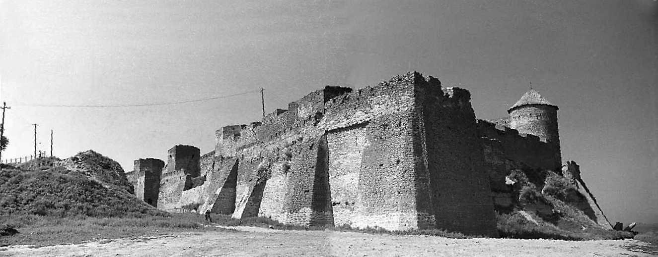 1987 р. Панорама північно-східного рогу фортеці з баштами 32 – 29 і цитаделлю. Вигляд зі сходу