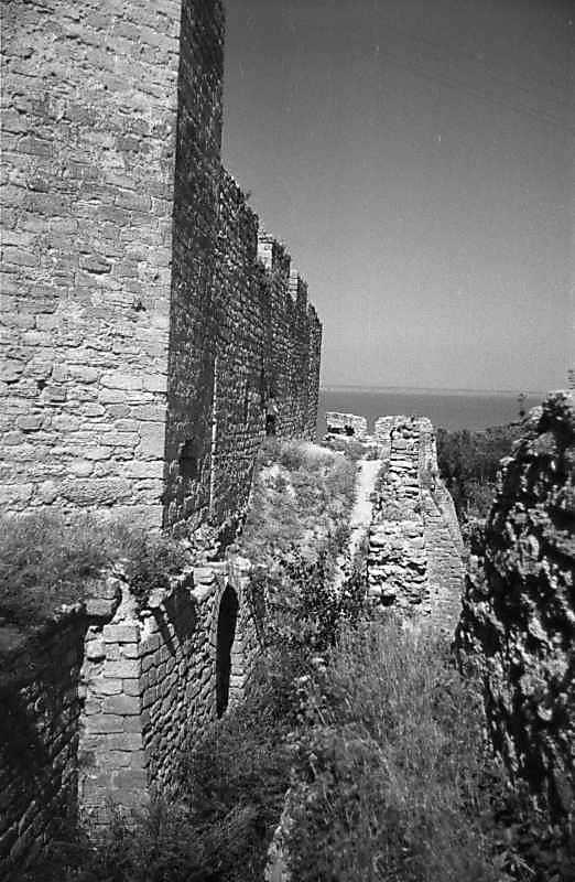 1987 р. Фрагменти верхньої та нижньої башт 31. Вигляд з півдня