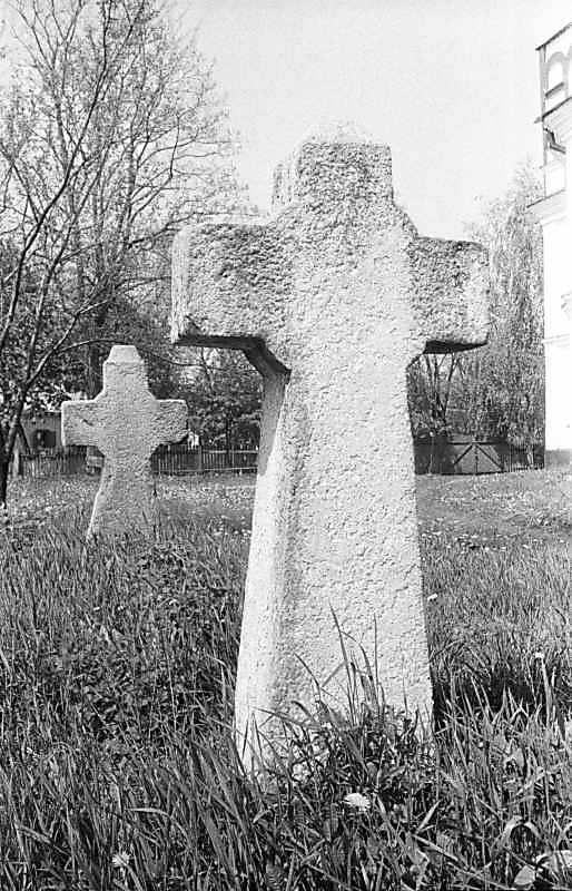 1988 р. Хрести на обійсті