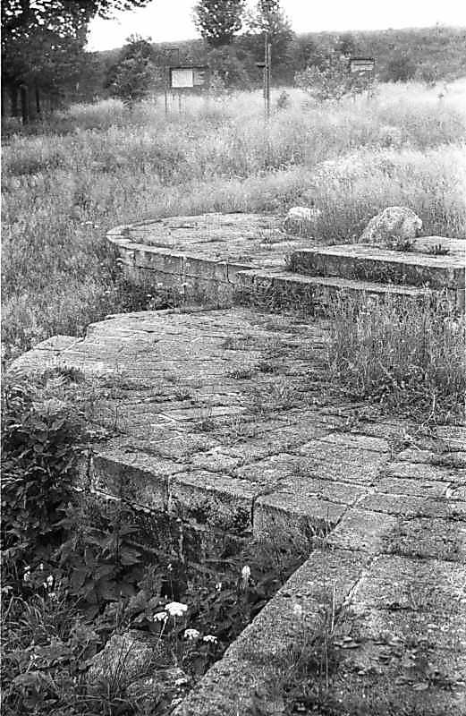 1988 р. Підмурки апсид. Вигляд з…