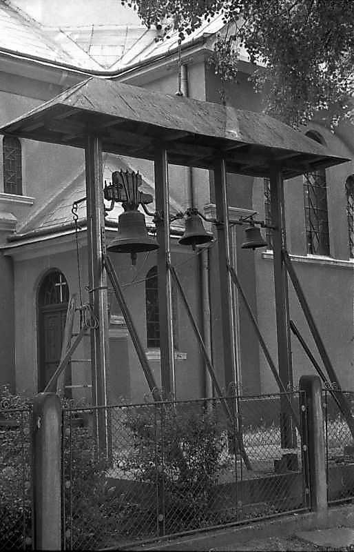 1988 р. Дзвіниця на тлі церкви