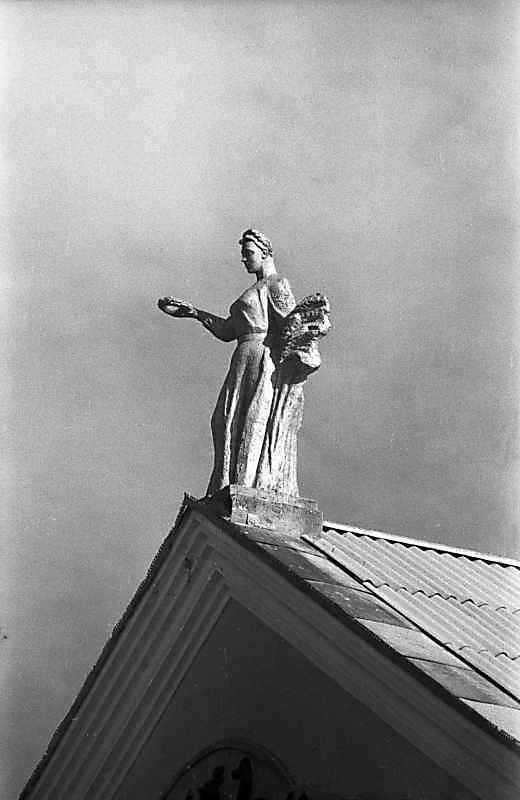 Скульптура на головному фронтоні