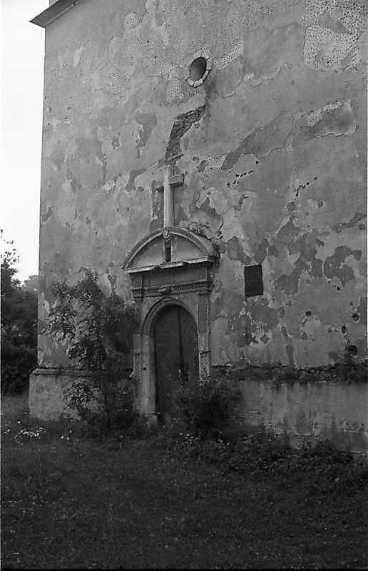 1988 р. Чільний фасад башти з порталом. Вигляд з позиції А3