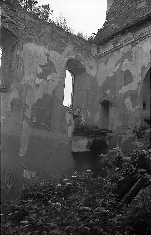 1988 р. Інтер'єр нави з фрагментом башти