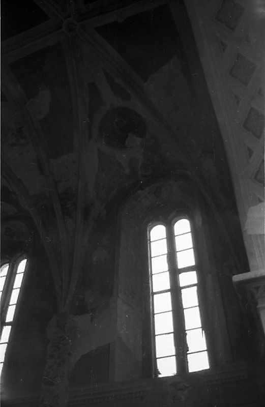 1988 р. Склепіння і вікна вівтаря
