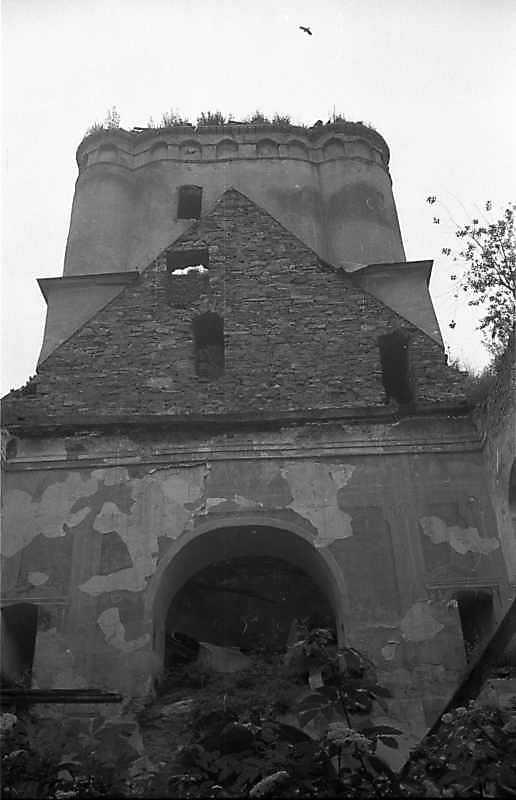 1988 р. Інтер'єр нави з видом на башту