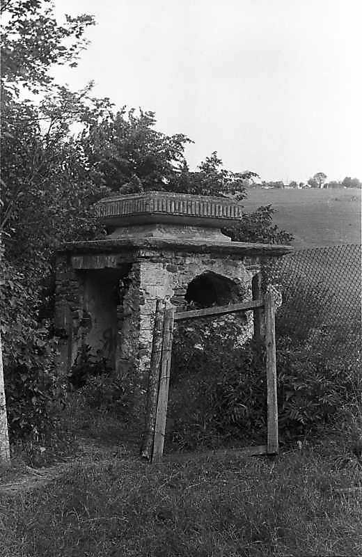 1988 р. Вхід до підземелля біля палацу