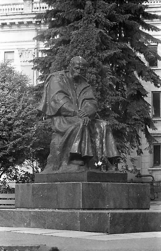 Monunent to Taras Shevchenko - 1982,…