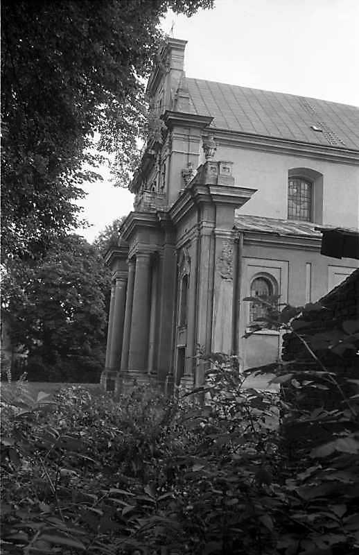1988 р. Головний фасад в ракурсі. Вигляд з позиції С2