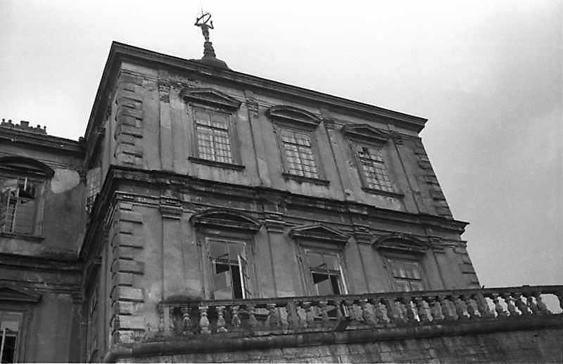 1988 р. Верхна частина західної башти. Вигляд з півночі