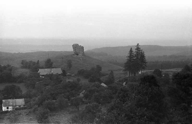 1988 р. Панорама містечка з каменем і каплицею св.Фадея