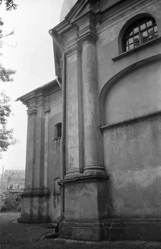 1988 р. Бабинець і фрагмент південного фасаду. Вигляд з південного сходу
