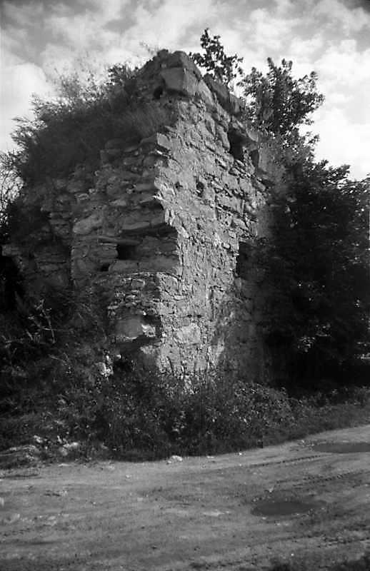 1988 р. Франгмент західної башти.…