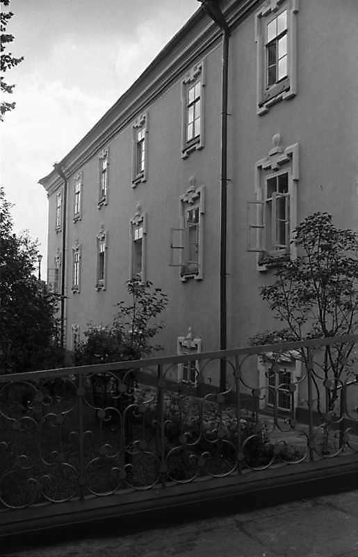 1988 р. Фрагмент східного фасаду.…