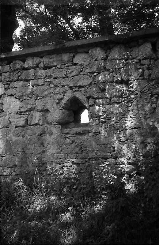 1989 р. Фрагмент муру з вікном