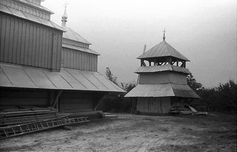 1989 р. Фрагмент церкви і дзвіниця.…