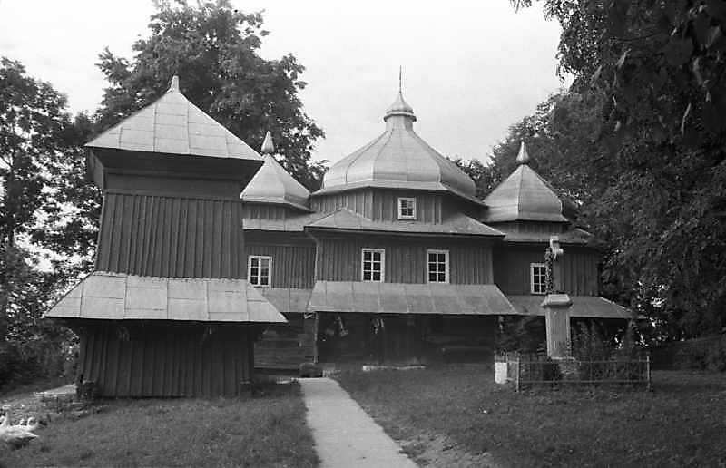 1989 р. Дзвіниця і церква. Загальний вигляд з півдня