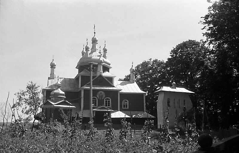 1989 р. Каплиця, церква і дзвіниця.…