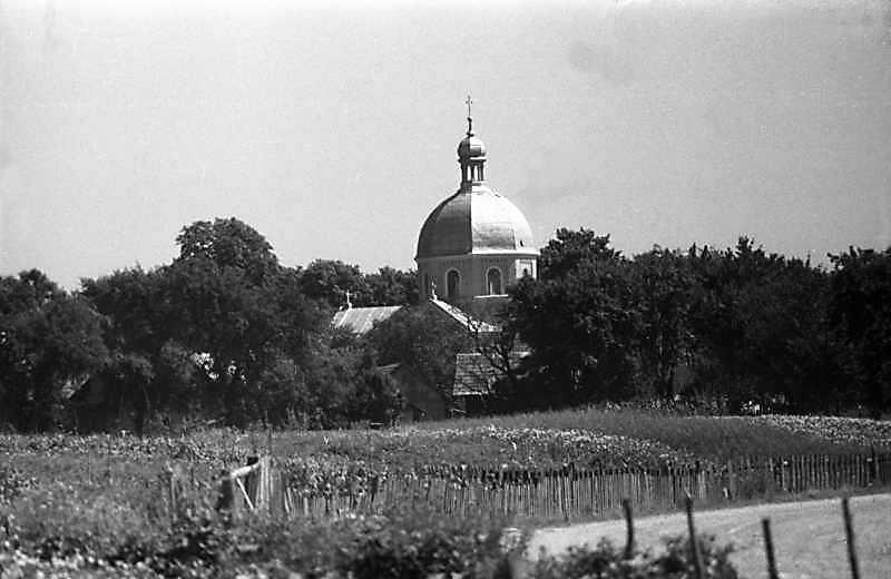 1989 р. Церква в панорамі села. Вигляд , з позиції С2
