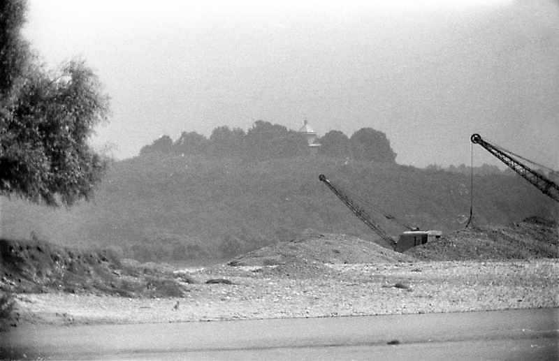 1989 р. Вид гори з церквою з боку Дністра