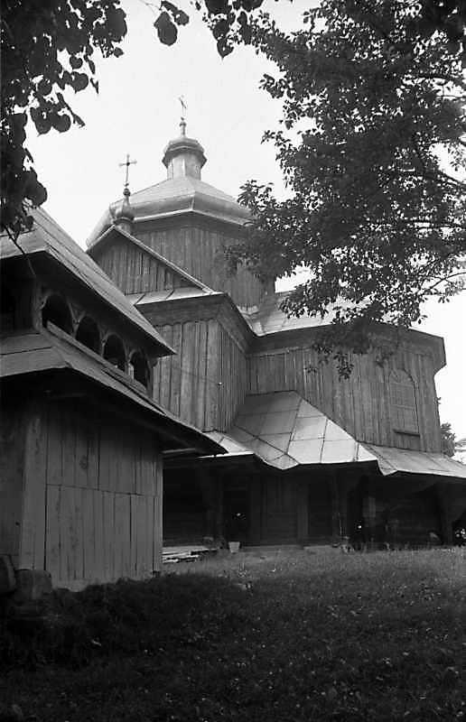 1989 р. Дзвіниця і церква. Вигляд з півдня