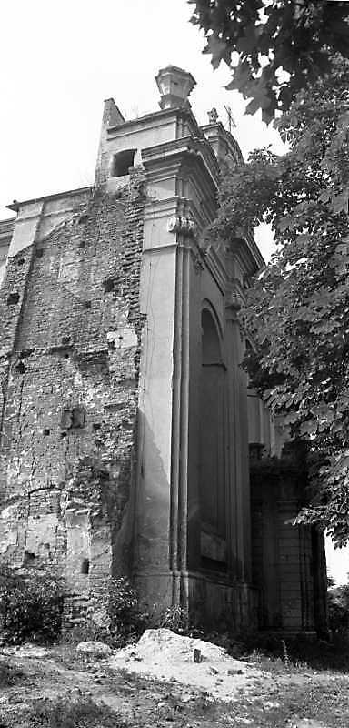 1989 р. Головний фасад у ракусрі.…