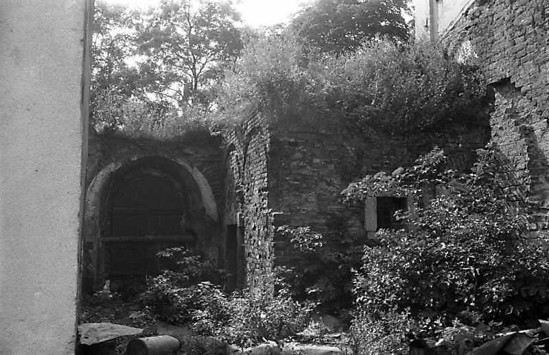 1989 р. Руїни корпусу келій. Вигляд зі…