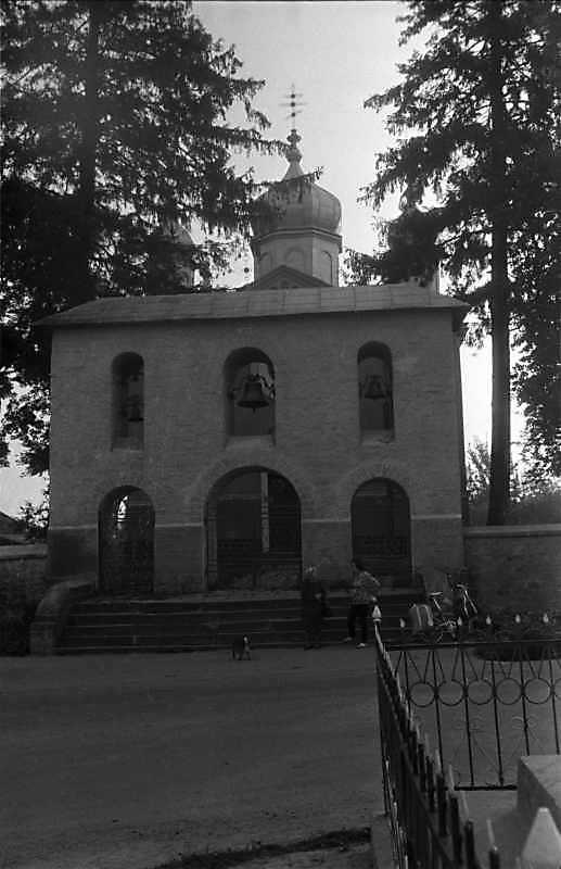 1989 р. Церква і дзвіниця. Вигляд із заходу