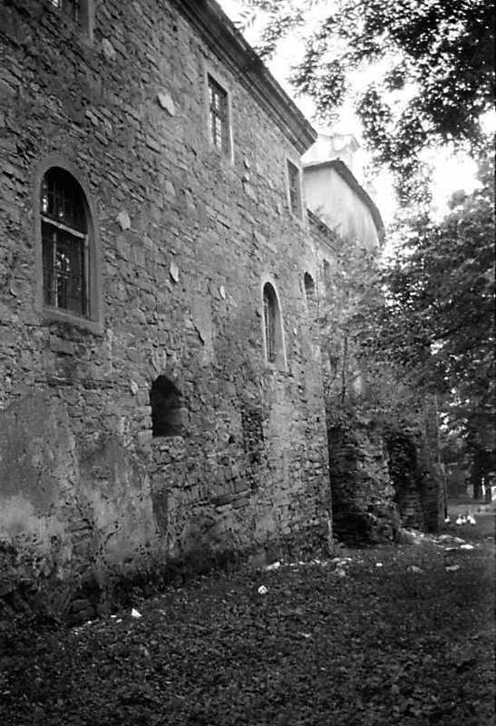 1989 р. Фрагмент корпусу 9, мур 10 і костел. Вигляд з позиції А1