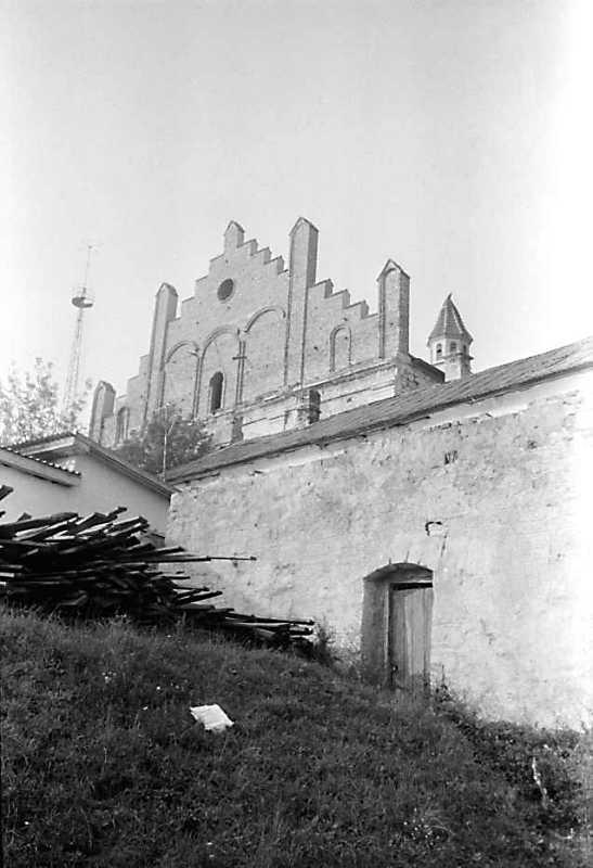 1989 р. Західний фронтон костелу і…