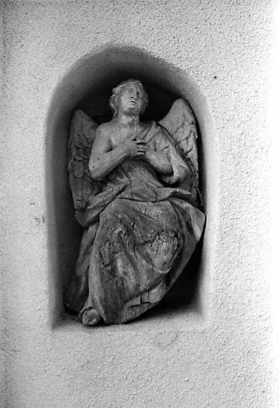 Ліва постать ангела