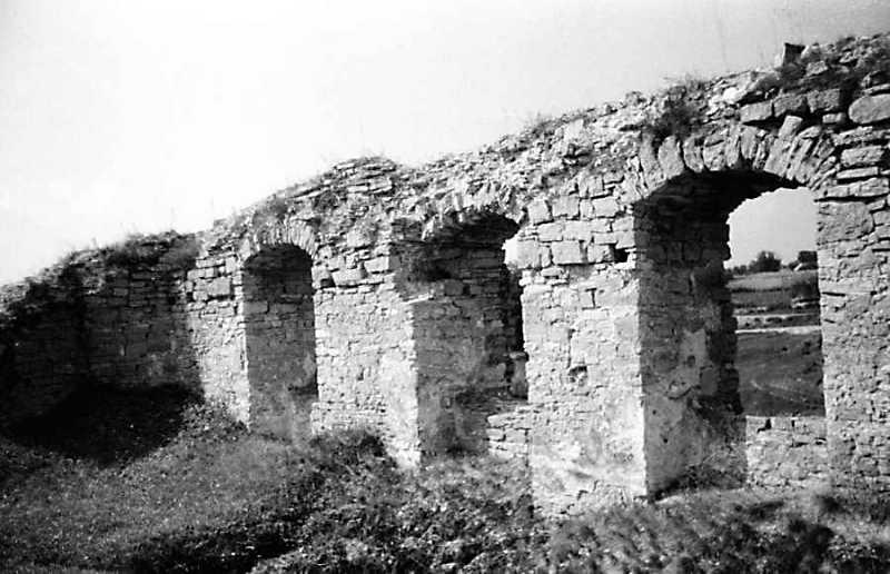 1989 р. Мур палацу між баштами 14 та…