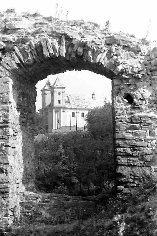 1989 р. Вид на костел крізь вікно корпусу 15