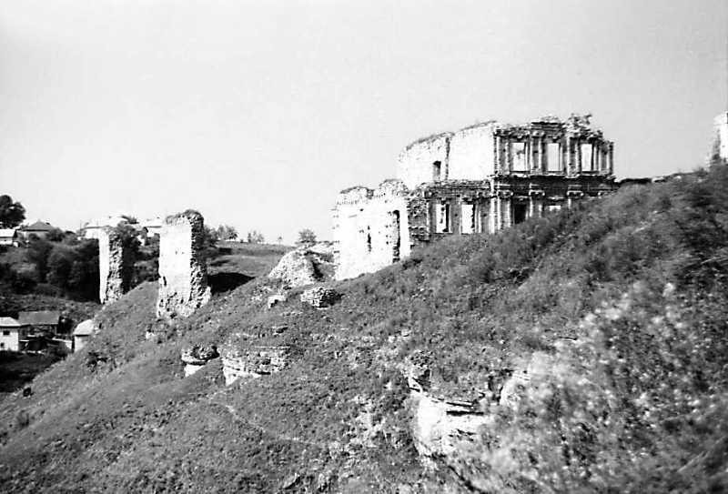 1989 р. Фрагменти мурів 5, 4 і палац.…