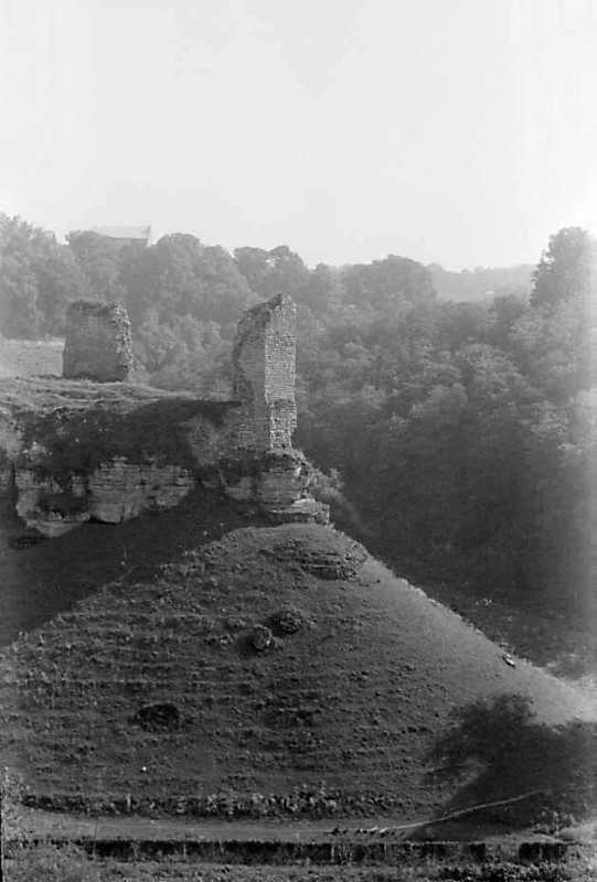 1989 р. Фрагменти муру 4 і 5. Вигляд з півночі