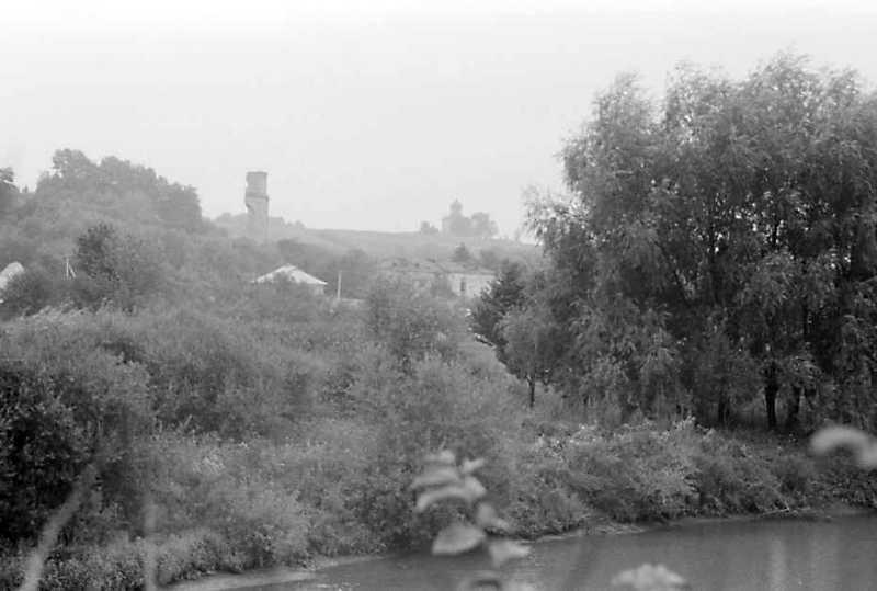 1989 р. Костел і церква. Вигляд з півночі