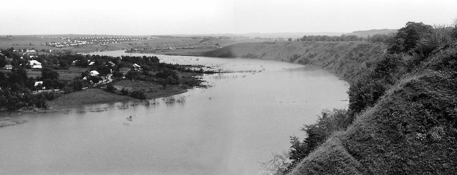 1989 р. Вид на Збруч від фортеці.…