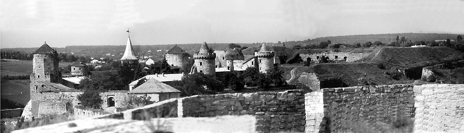 1989 р. Панорама Старого і Нового замків зі сходу, з Вірменського бастіону