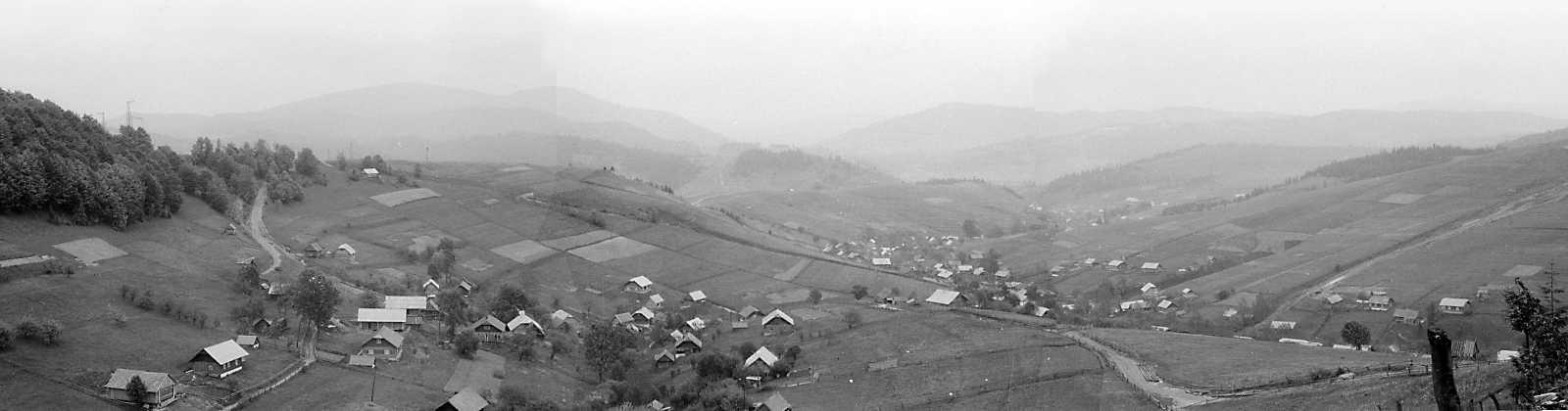 1990 р. Панорама села із заходу, з дороги на с.Верхнячка
