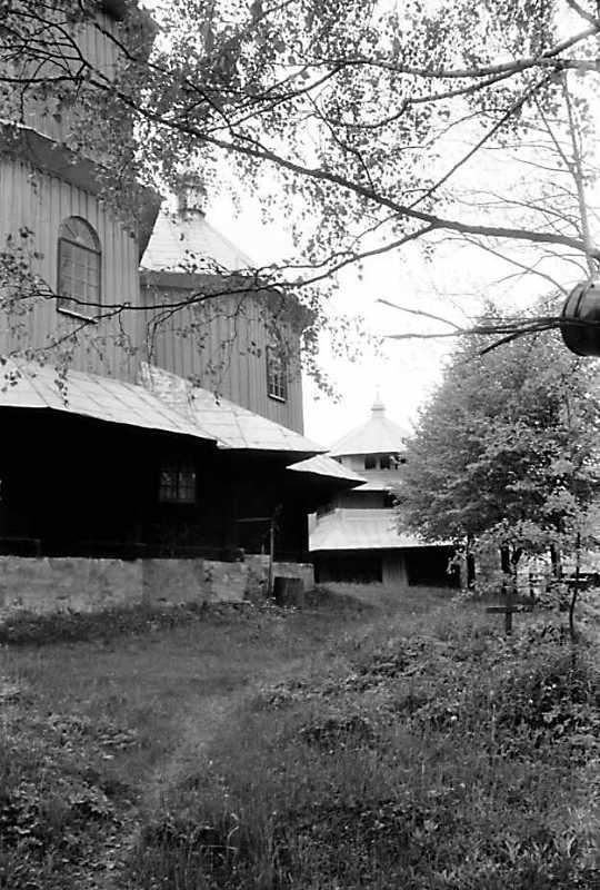 1990 р. Фрагмент церкви і дзвіниця.…