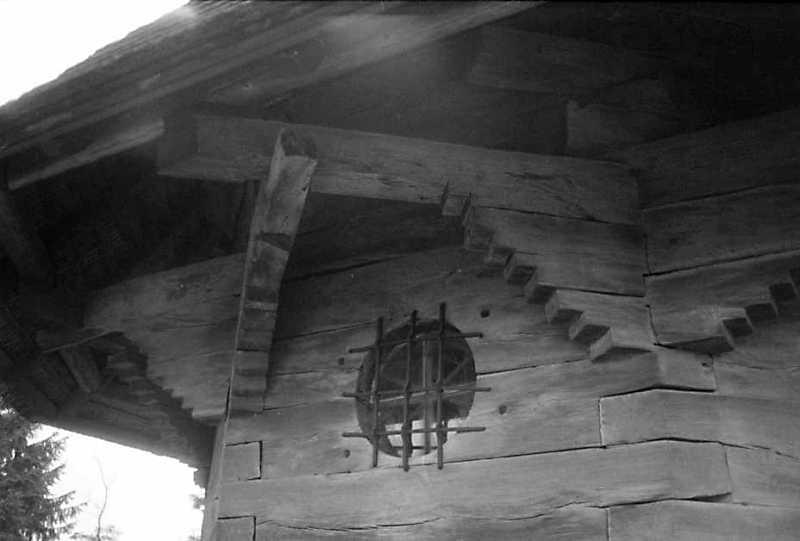 1990 р. Опасання і вікно вівтаря.…