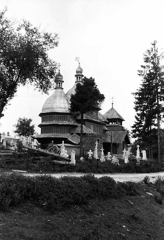 1990 р. Церква і дзвіниця. Вигляд зі…