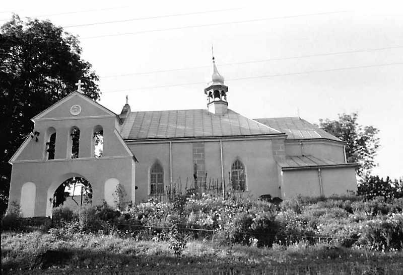 1990 р. Дзвіниця і церква. Вигляд з…