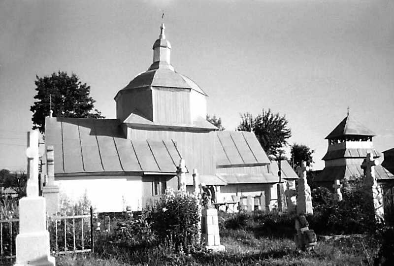 1990 р. Церква і дзвіниця. Вигляд з…