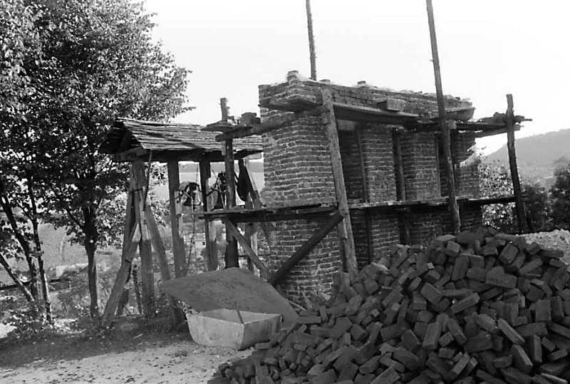 1990 р. Дзвіниця будується