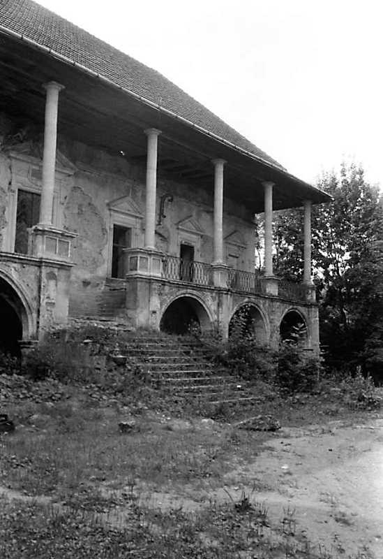1990 р. Фрагмент фасаду корпусу 2 з…