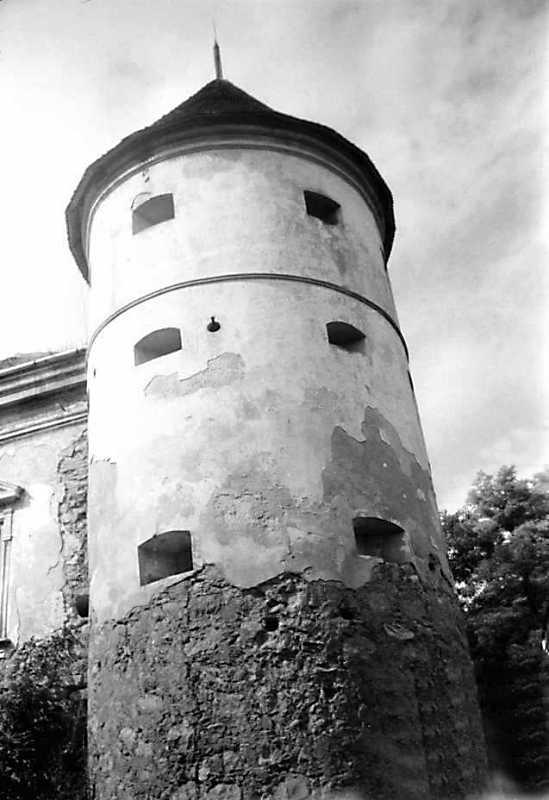 1990 р. Башта 1. Вигляд з боку поля