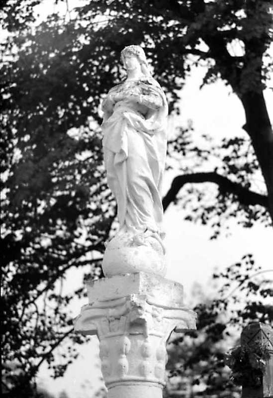 "Скульптура ""Непорочне зачаття"""